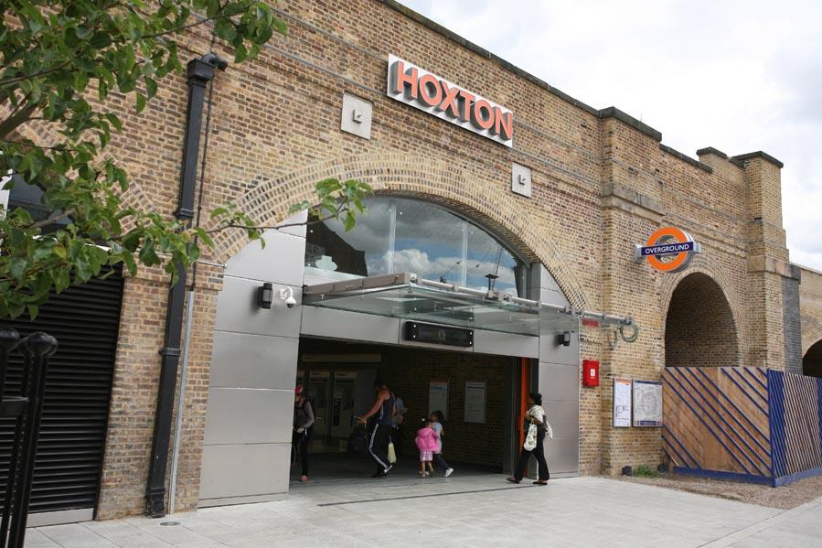 Hoxton station 5Aug10 IMG_9082 w